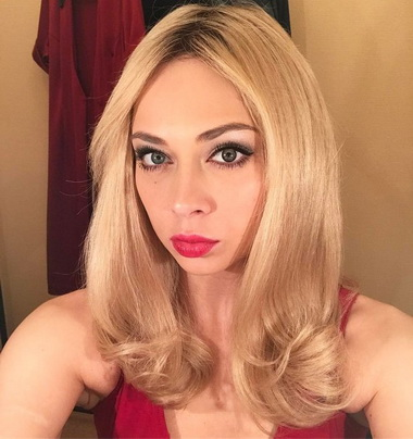Настасья Самбурская блондинка.