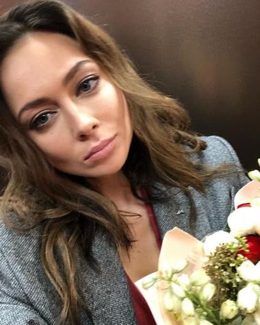 Настасья Самбурская с русыми волосами.
